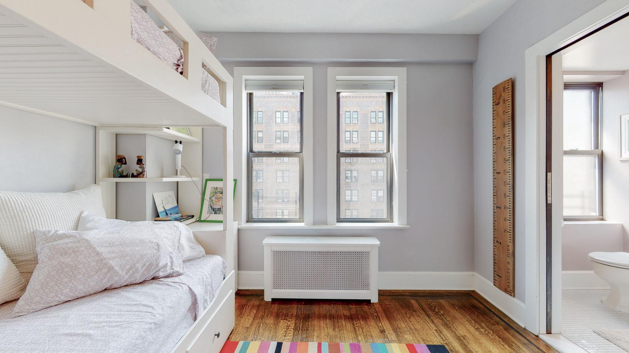 49 West 72nd Street, New York, New York, New York, United States 10023, 2 Bedrooms Bedrooms, ,2 BathroomsBathrooms,Co-op,Off Market,West 72nd Street,1135