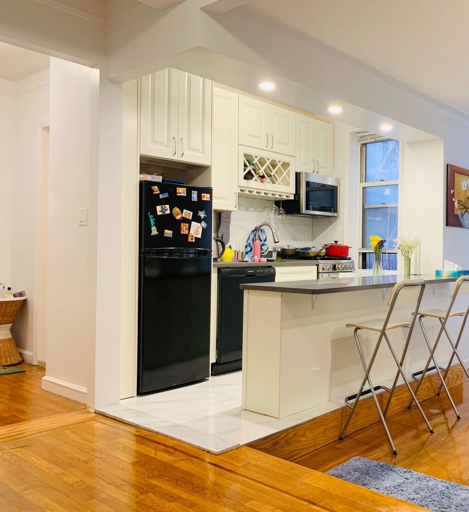 305 West 52nd Street, New York, New York, New York, United States 10019, ,1 BathroomBathrooms,Condo,Off Market,West 52nd Street,1142