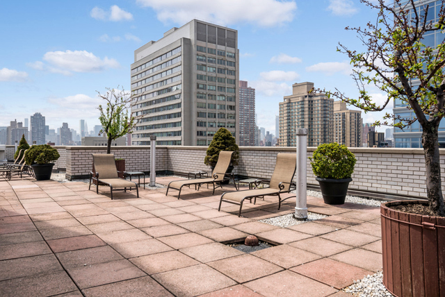 500 East 83rd, New York, New York, New York, United States 10028, 2 Bedrooms Bedrooms, ,1 BathroomBathrooms,Co-op,IN-CONTRACT,East 83rd,10,1168