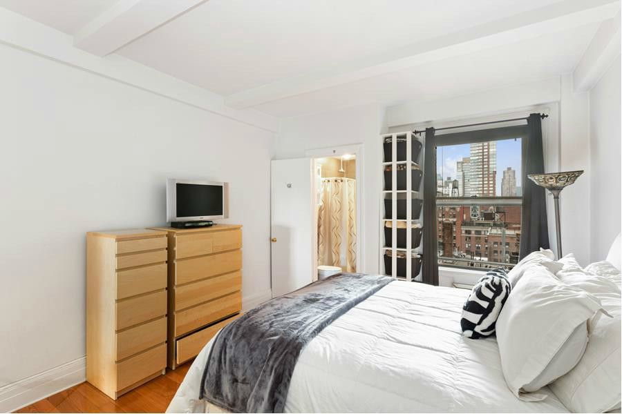 116 W 72nd Street #14A,New York,United States,1 Bedroom Bedrooms,1 BathroomBathrooms,Co-op,W 72nd Street #14A,1045